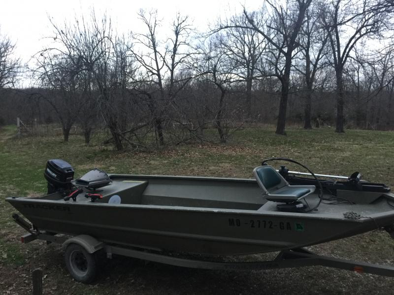 16 Tracker Grizzly Jon Boat 25hp Mercury With Beavertail
